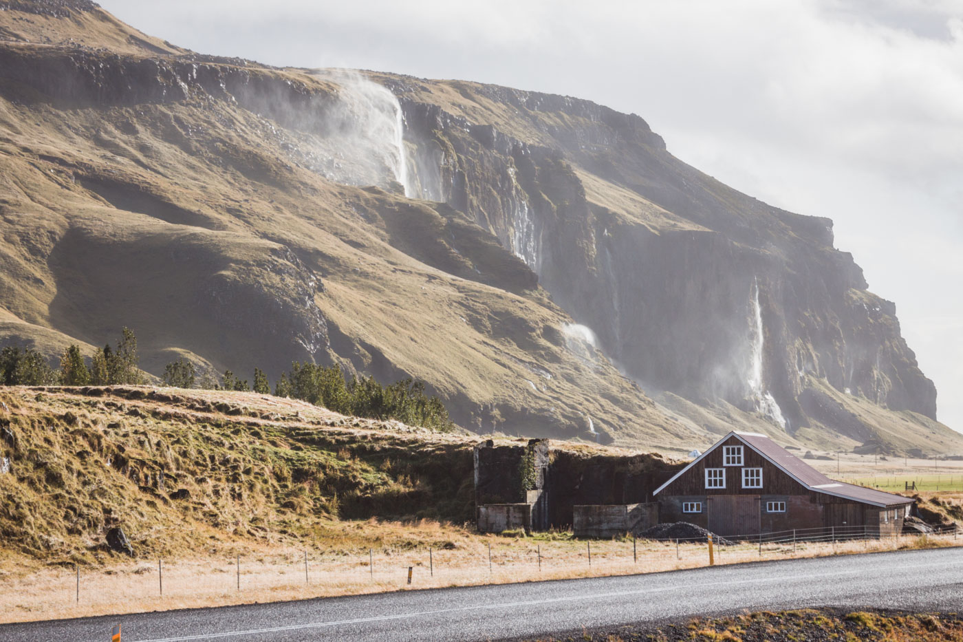 Islandia, droga obok wodospadu Seljalandsfoss