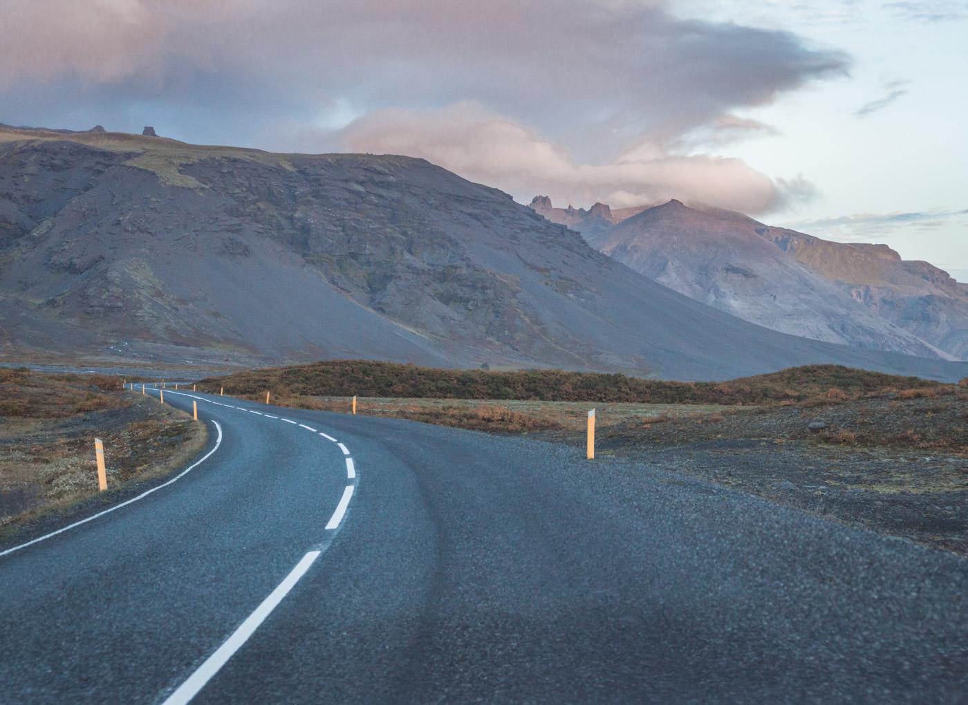 Drogi na Islandii. Wypożyczanie damochodu na Islandii.