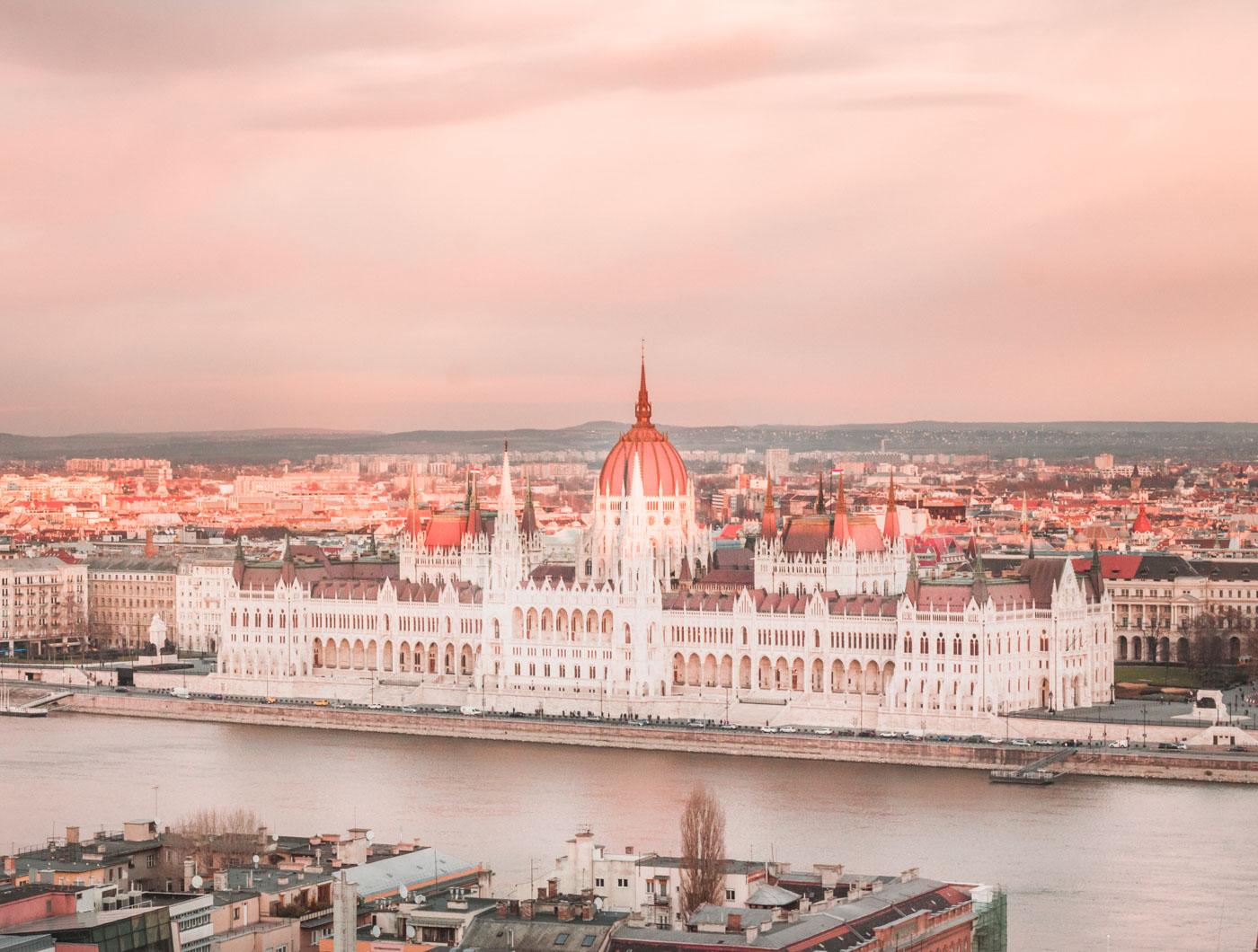 Węgry, Parlament w Budapeszcie