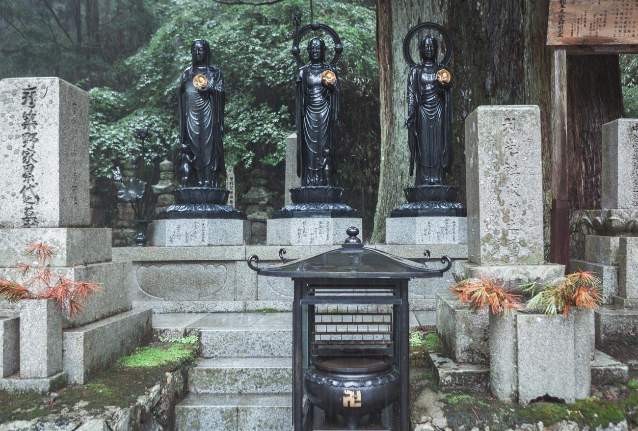 Koya-san, Okunoin, cmentarz