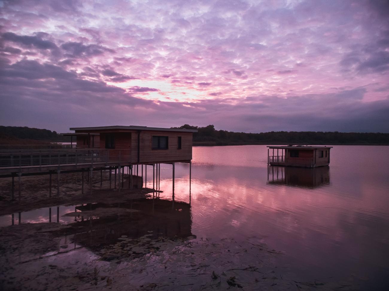 lotaryngia domki na wodzie
